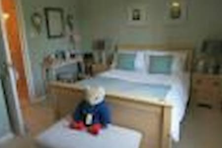 Comfortable, clean, spacious room - Marchwood
