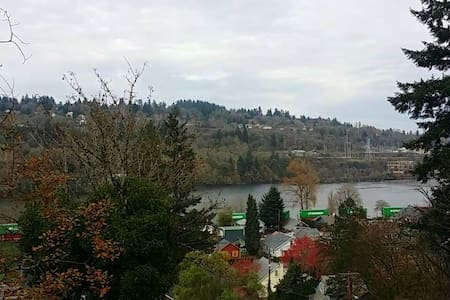 RIVER VIEW HOUSE!! OREGON CITY FALL IN SIGHT! - Oregon City