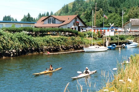 The Clatskanie River Hideaway