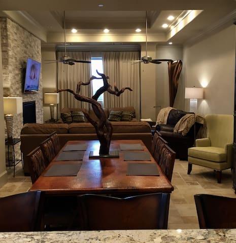 Twelve Miles to NRG Stadium - Houston - Apartment