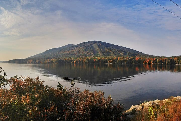 Home nestled between lake and Shawnee Peak - Bridgton