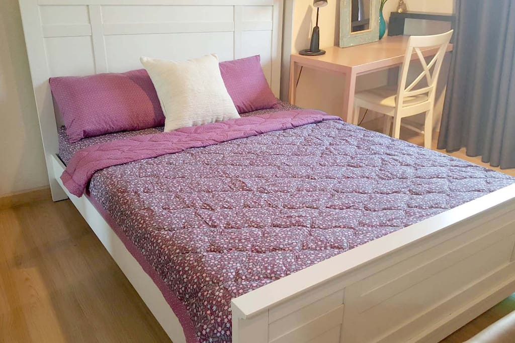There are many types of bedspreads for various weather conditions in Thailand.