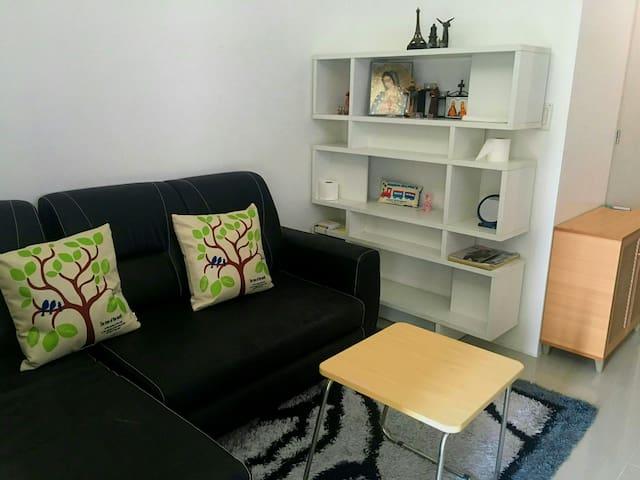 1 Bedroom Unit w/ Balcony & Free WIFI @ SMDC Light