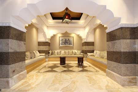 Location, Community, Quality Living/Zanzebeel - Dubaj - Apartament
