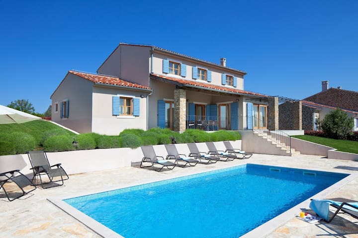 Detached Villa with private pool, overlooking the Adriatic Sea