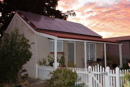 Self Contained Cottage in central Barossa Valley