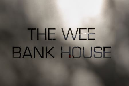 The Wee Bank House - with free central parking