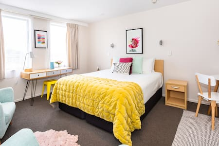 Designer Studio in City Centre   Weekly Rates Available