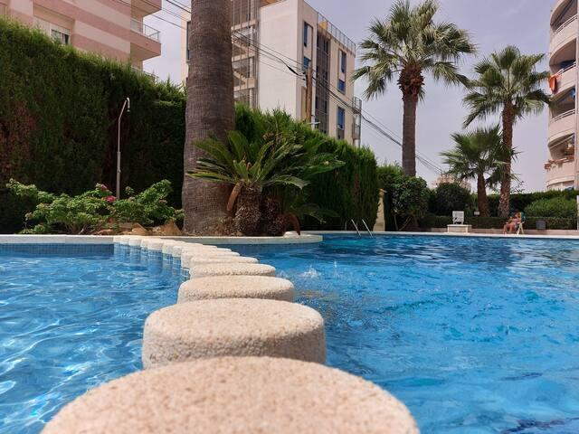 Přízemní apartmán s terasou v areálu s bazénem.