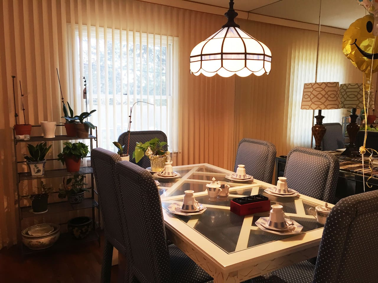 Dining space, open for common use