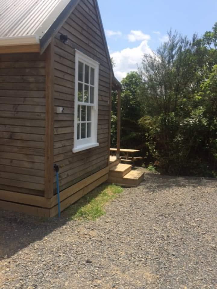 Tui Glen -Quaint Batch Studio  in a beautiful spot