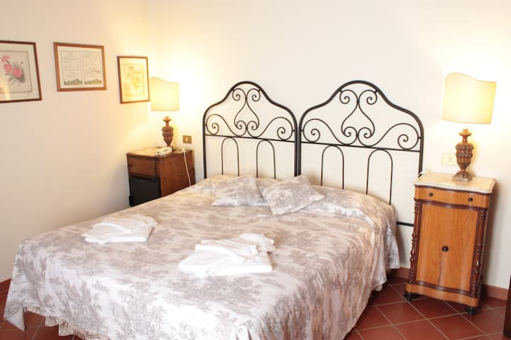 Double room with private bathroom near the pool
