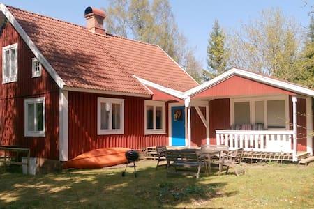 Haus Ike in Yxnanäs mit Boot und Kanu