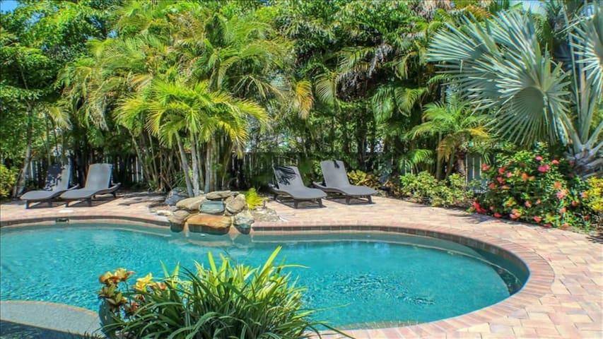 Palm Oasis East