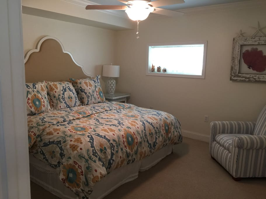 Pretty master king bedroom with ceiling fan, private bath and walk in closet!