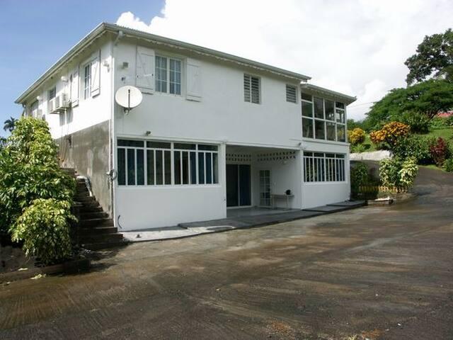 LES GITES DE SAMANAS - Basse-Terre - Wohnung
