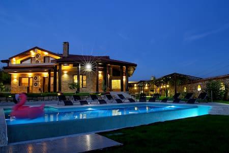 Villa Heaven Hills- relaxation, beach, luxury - Tsarkva - Hus