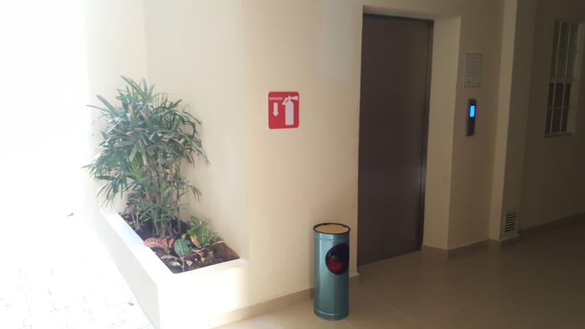 Elevator / Elevador