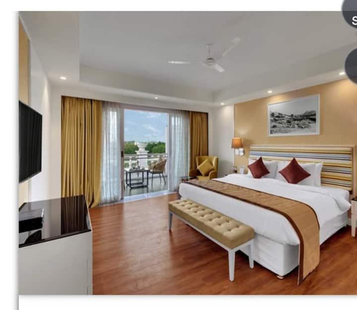 WinterGreen Premium - Hotel in Amanora Township