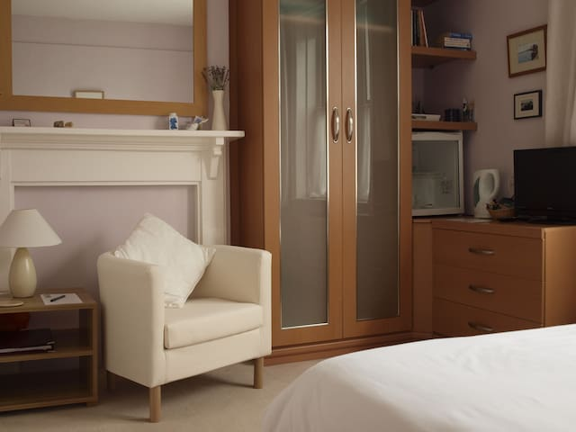 The Lavender Room. A relaxing en-suite double. - Hunstanton