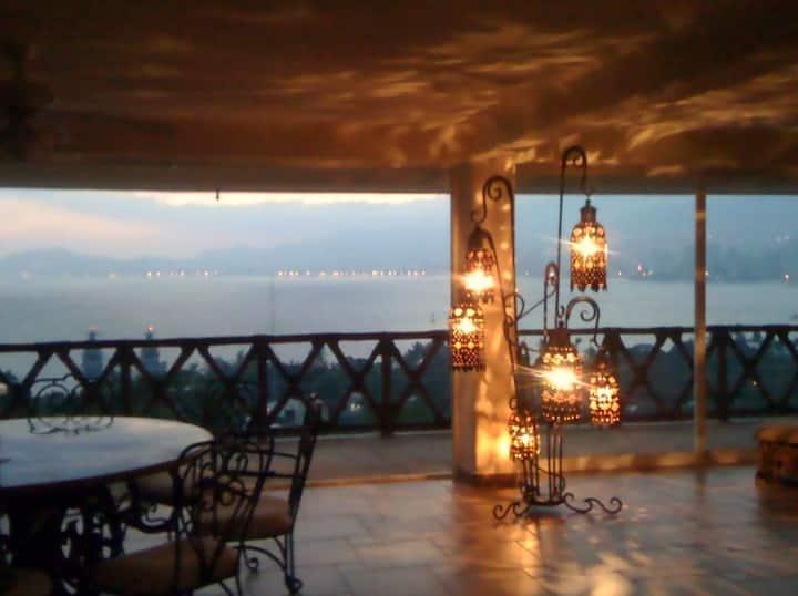Con hermosa vista a la bahía ...