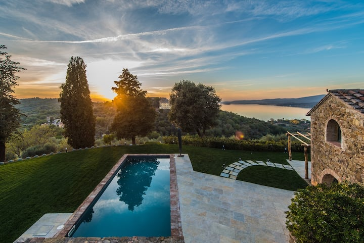 Colognola, authentic villa overlooking the lake