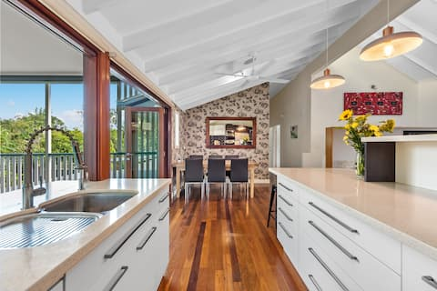 Spacious & Manicured Family Home ~ Everton Hills