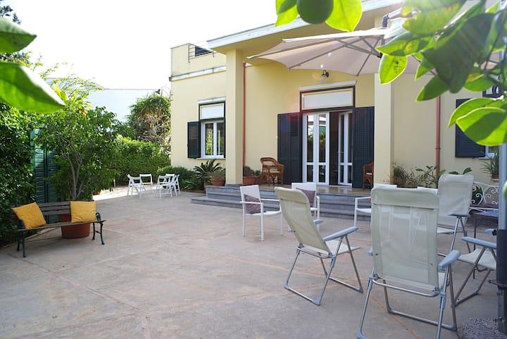 Stanza Geranio, Villa Flores