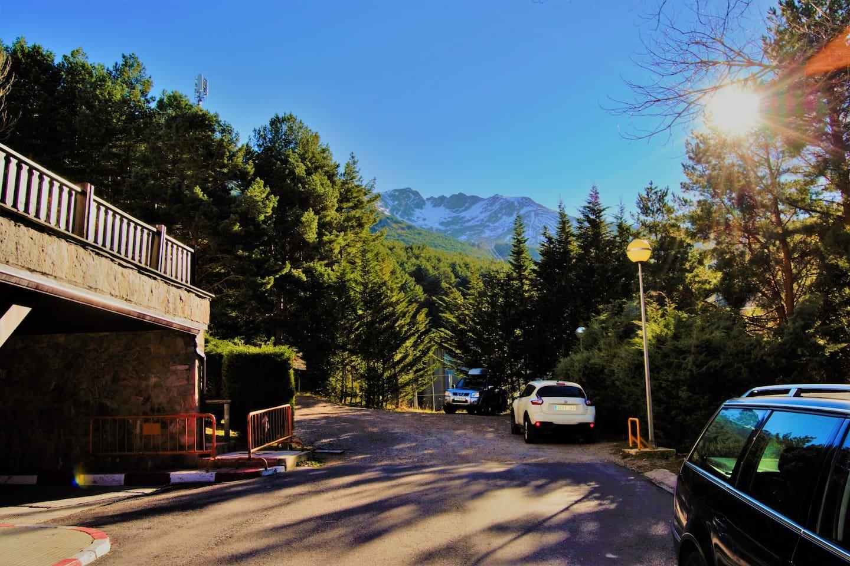 Terraza con solárium a los pies  del Pico Lobo. Naturaleza en estado puro.