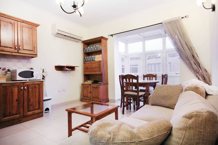 Cozy bedroom with own bathroom - Balluta Bay - Sliema - Appartement en résidence