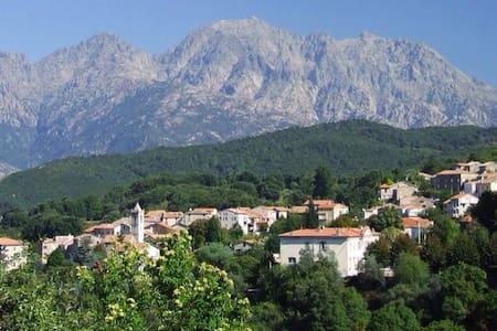 Maison de village à Ucciani (Corse) - Ucciani - Дом