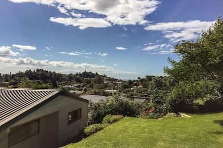 Sunny treetop spot with views - Whakatane