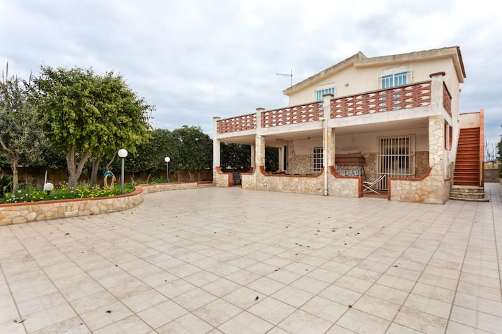 Decent Holiday Home in San Lorenzo with Garden