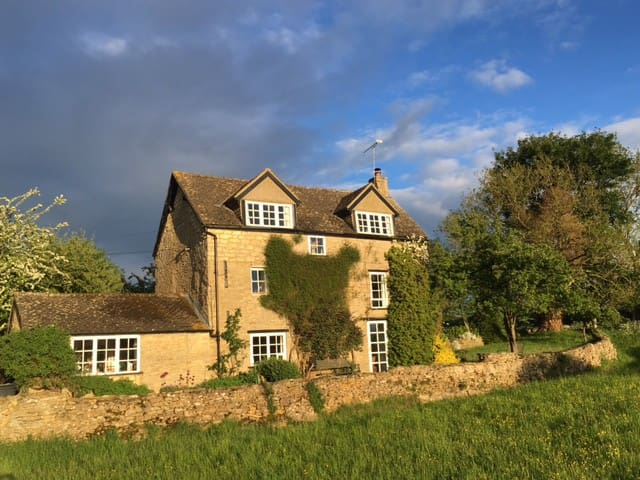 Secluded Cotswolds Cottage Near Oxford