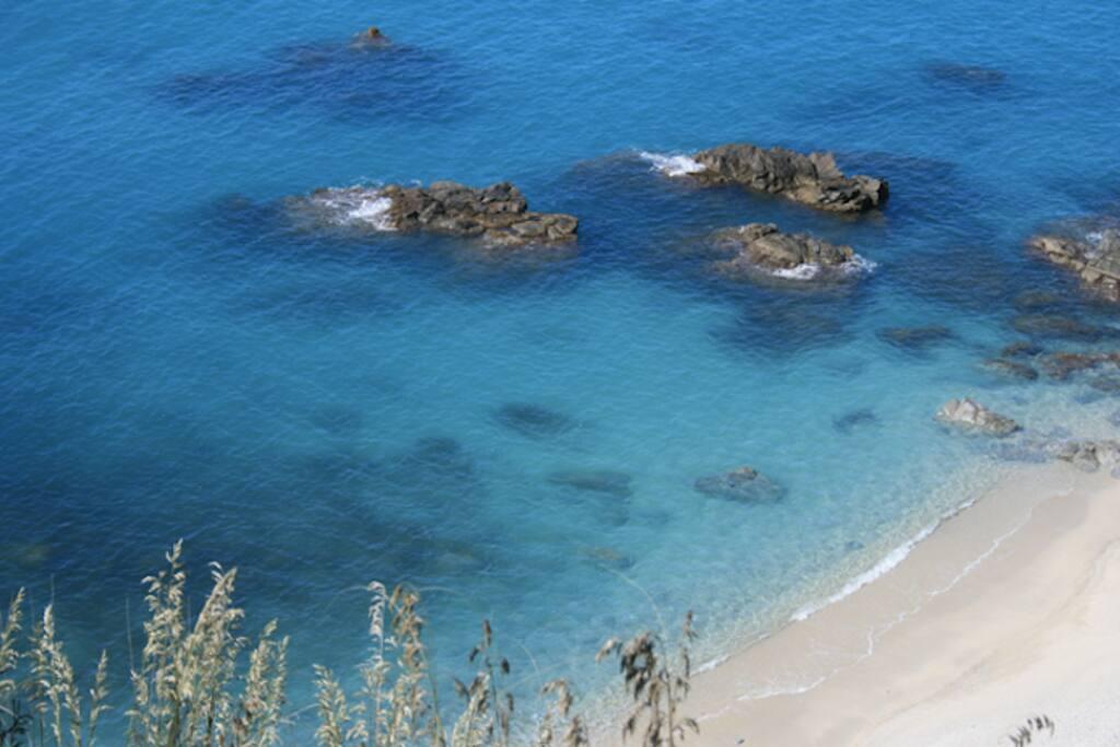 Spiaggia di Soverato a 2 km