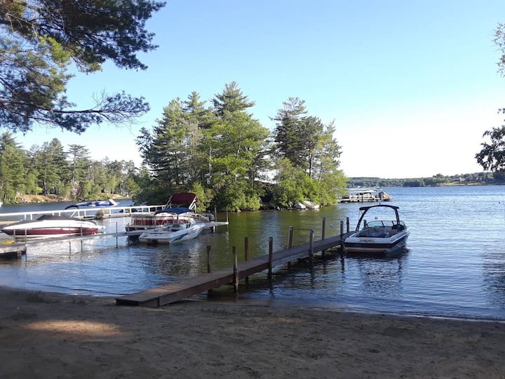 2 BR Lake Winni Cottage sandy beach, pool & kayaks