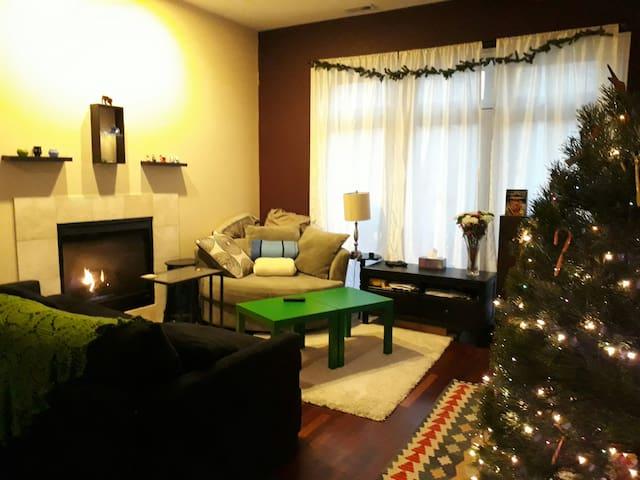 Full 3 bedroom condo, near UChicago and transit