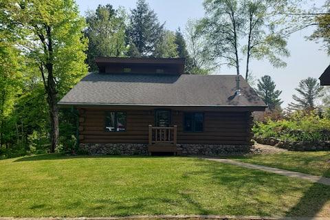 Log Cabin Retreat in Summit Lake
