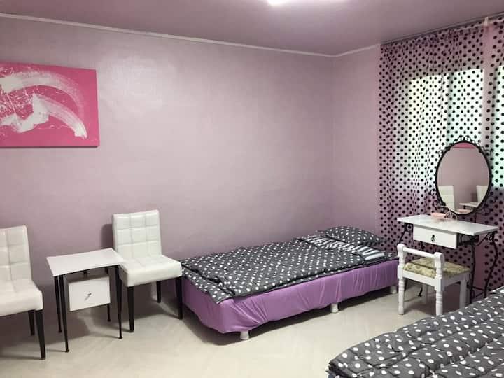 즐겁고 안전한 여행의 기본은 숙소 입니다. 펜션분위기의 3room 아파트 입니다.