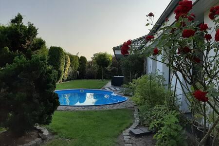 Grüne Oase, Pool/Garten, 2-4 P. (Raum Bela) Oyten
