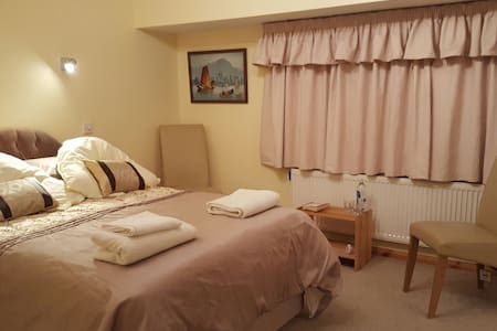 Comfortable en suite double room. - Rochford, England, GB - Casa