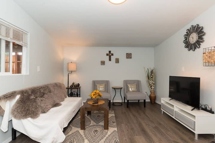 Stylish in Seattle | Lovely 2 Bed Guest Suite