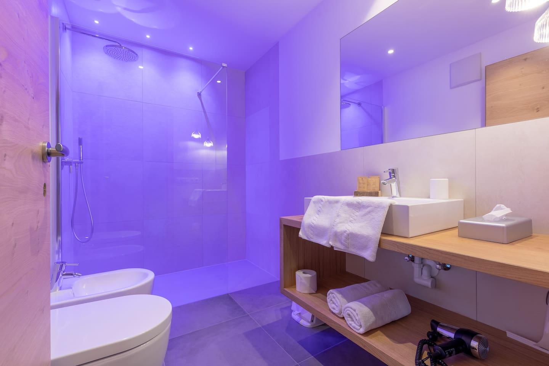 Badezimmer/bagno/bathroom