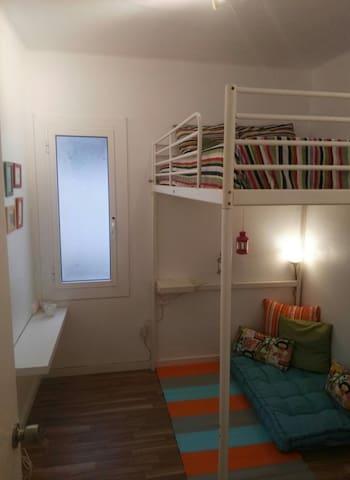 Habitación loft pequeña