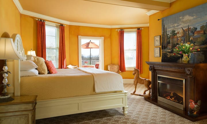 Deluxe King Suite at French Wine Country Inn - The Lafayette