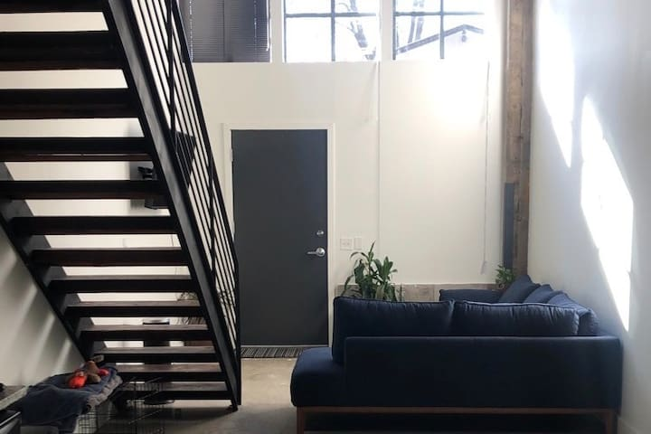 Modern Loft minutes from Trenton Transit Center