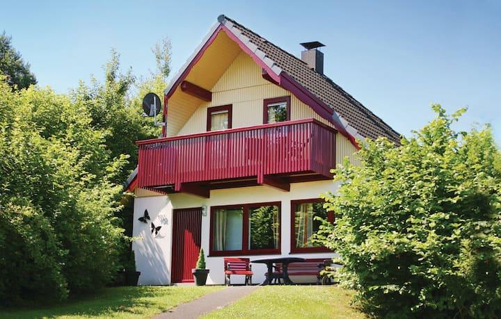 Ferienhaus am See im Bergland