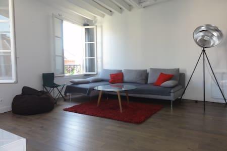 """maison de ville calme """"loft"""" 135 M2, 4 chambres - Igny"""