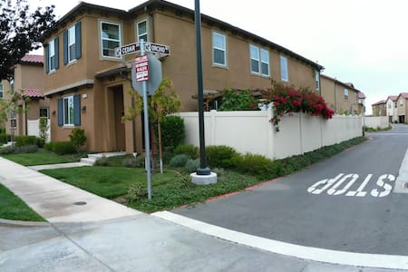 Best location home in the central of LA, - Santa Fe Springs - Wohnung