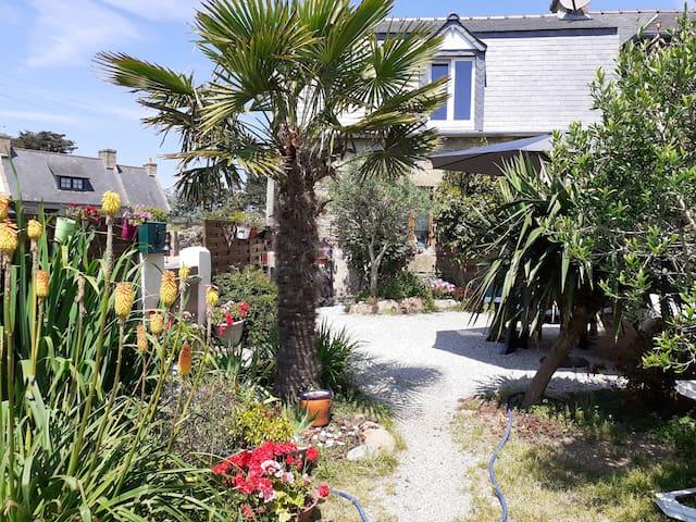 Maison jardin clos plein Sud Côte de Granit Rose